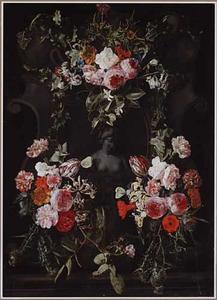 Bloemen rondom een nis met een borstbeeld