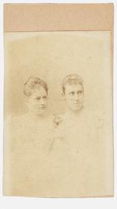 Portret van Maria Clasina de Jonge (1868-1946) en Cornelia Johanna Sara Gevers Deynoot (1867-1932)