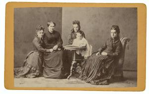 Portret van Antonia Etta Modderman (1822-1884) met haar dochters en een kleinkind
