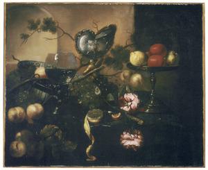 Stilleven met vruchten en een nautuilusbeker