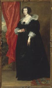 Portret van een vrouw, staande ten voeten uit, naar links