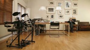 Anton Corbijn in zijn atelier