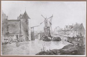 Gezicht over de Stadsbuitengracht te Utrecht op de Weerdpoort en de molen Klaarwater bij bastion Morgenster