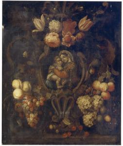 Vruchten-en bloemguirlandes rond een cartouche met de Madonna della Sedia van Rafael