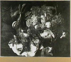 Stilleven van jachtbuit en vruchten, met een hond en een kat