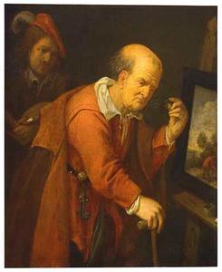 Oude man die een schilderij bekijkt op de ezel van de schilder