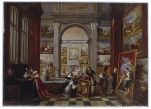 Interieur van een kunstgalerie met velerlei bezoekers