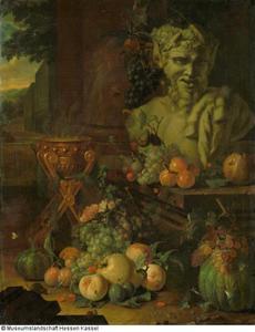 Fruitstuk met een borstbeeld van een sater en een rookpot