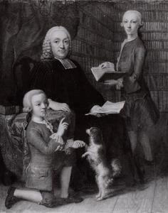 Portret van een onbekende man met twee jongens