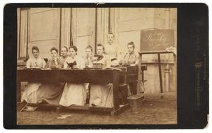 Groepsportret met Petronella Adamina Hoeufft (1872-1933)