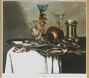 Stilleven met oesters en hazelnoten met siervaatwerk en wijnglazen