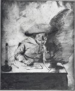 Man zittend aan een tafel, bij kaarslicht