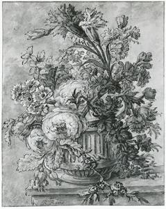 Bloemstilleven in een terracotta vaas op een marmeren blad