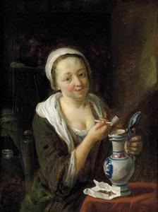 Pijprokende jonge vrouw met een wijnkan