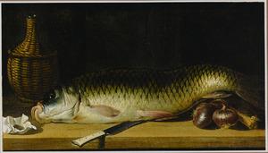Stilleven van een vis en rode uien