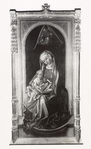 Maria met kind in een nis met boven hen een engel