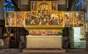 Christus voor Herodus, Christus voor Pilatus (binnenzijde linkerluik); Ecclesia (binnenzijde linker bovenluik); De kruisdraging, de kruisiging, de kruisafneming (midden); Synagoga (binnenzijde rechter bovenluik); De opstanding, Christus in limbo (binnenzijde rechterluik)