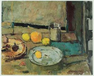 Stilleven met citroenen, sinaasappel en schotels