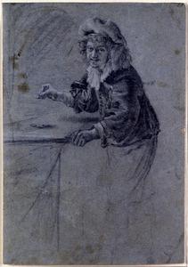 Dobbelende jongeman staande bij een tafel