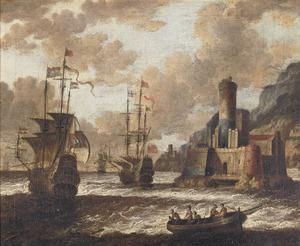 Nederlandse en Engelse oorlogsschepen voor een kust met fort
