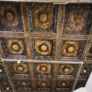 Twaalfdelig casettenplafond met putti, duivelachtige figuren en vruchten