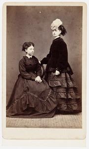 Portret van Adriana Maria Agatha Sara Pabst (1850-1833) en Carolina Louisa Christina Lutgert (1852-...)