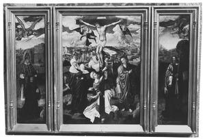Beschermheilige met stichter (links), de kruisiging (midden), beschermheilige met stichtster (rechts)