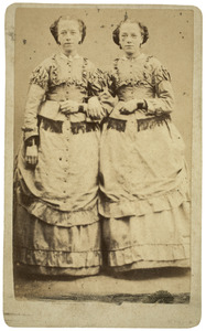 Portret van Gerbrig de Gavere (1857-1926) en Aafke de Gavere (1857-1934)
