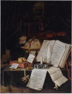 Stilleven met boeken, globes, documenten, schrijfgerei en een viool