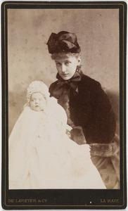 Portret van een vrouw met kind