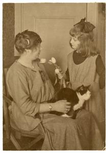 Portret van een onbekende vrouw en meisje