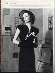 Lisa Fonssagrives als model voor een modereportage in Piet Mondriaans atelier na zijn overlijden
