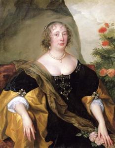 Portret van een vrouw, zittend voor een rotswand