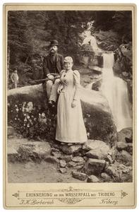 Portret van een man en een vrouw, mogelijk Lodewijk Marie Alexander von Schmid (1859-1942) en Hinke Elisabeth de Jong (1866-1941)