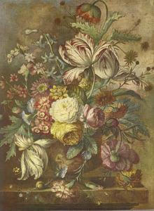Bloemstilleven in een vaas op een marmeren tafel