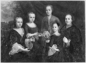 Portret van Assueer van Heeckeren (1699-1761), Henrietta Johanna Elisabeth Agatha Walrave van Laer (1711-1756) en hun kinderen