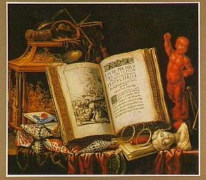 Vanitasstilleven met boek, schelpen en beeldhouwwerk
