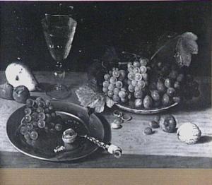 Vruchtenstilleven met wijnglas