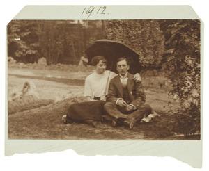 Portret van Theodosie Hubertine Adrienne Juliette Marie Regout (1892-1973) en Jan Willem Maria van Heijst (1887-1955)