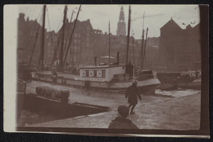 Gezicht op het Damrak te Amsterdam