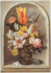 Bloemen in een noppenglas