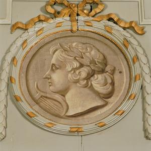 Medaillon met Apollo