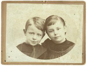Portret van Daniël Adolf Camerling Helmolt (1886-1960) en een meisje, waarschijnlijk Johanna Antonia Camerling Helmolt (1883-1960)