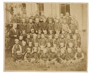 Groep schoolkinderen van de Openbare School te Rhoon