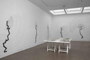 Interieur Galerie Annet Gelink tijdens tentoonstelling Carlos Amorales