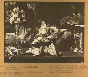 Stilleven van gevogelte, vruchten en een kreeft op tafel