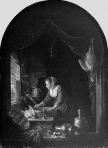 Jonge vrouw in een keuken, met een jongen die een muizenval vasthoudt