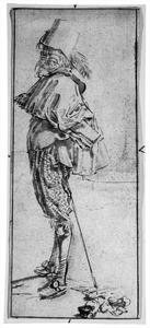Staande man, naar links gewend, het hoofd van de beschouwer afgekeerd