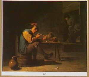 Interieur met boer die zijn pijp aansteekt en twee figuren bij het haardvuur