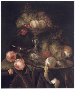 Stilleven met rozen en een tazza met fruit